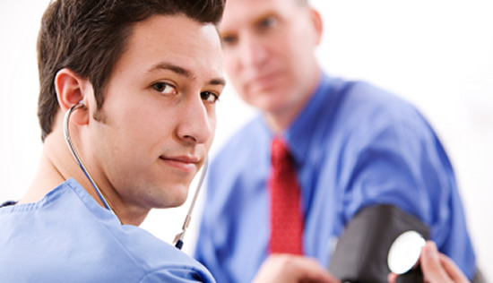 Prueba de alcoholemia y de consumo de drogas al trabajador
