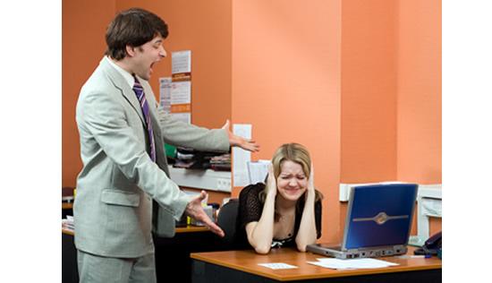 Abusar de internet al igual que del tel fono en la oficina for La oficina telefono