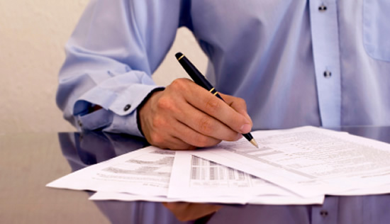 Administrador que reemplace al anterior debe suscribir estados financieros con nota de salvedad