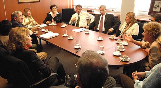 Socios y propietarios que no pueden asistir a reuniones: características de delegado o apoderado
